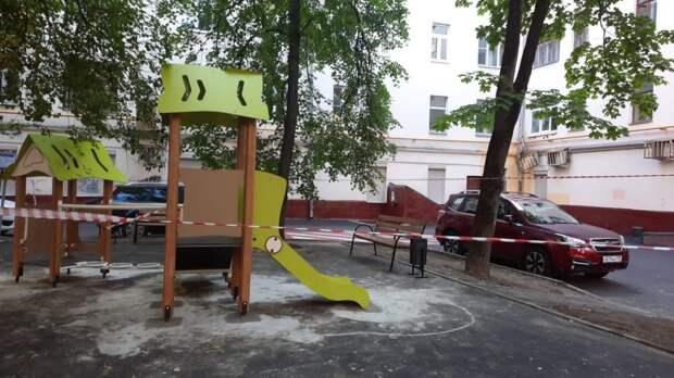 В четырех дворах Бабушкинского обновили игровые комплексы