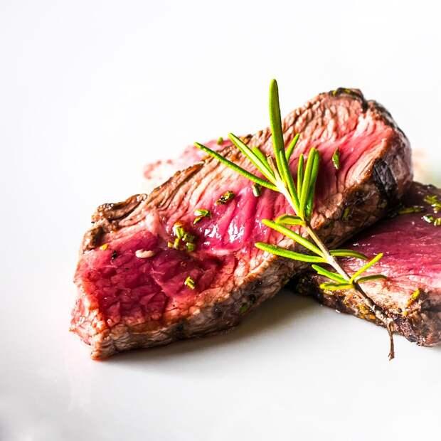 Не опасно ли заказывать «мясо с кровью»?