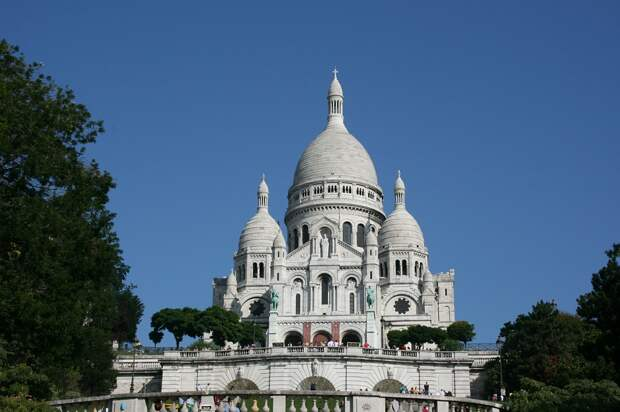https://cdn.pixabay.com/photo/2014/10/17/16/01/sacre-coeur-492502_1280.jpg
