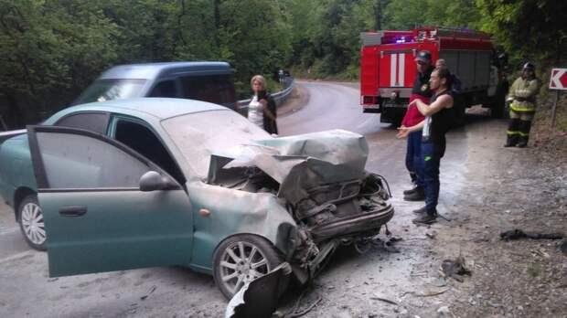 За выходные дни сотрудники МЧС Республики Крым 4 раза оказывали помощь в ликвидации последствий дорожно-транспортных происшествий
