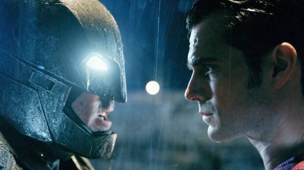 """Фильм """"Бэтмен против Супермена"""" Зака Снайдера мог получить другое название"""