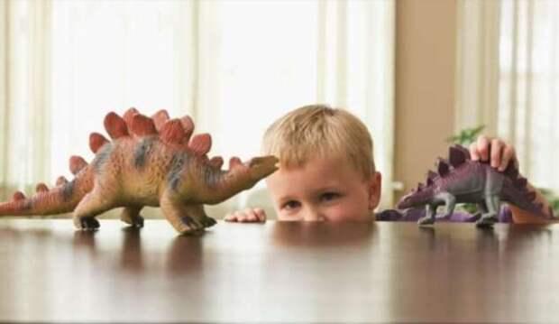 Почему дети сильно интересуются динозаврами? (4 фото)