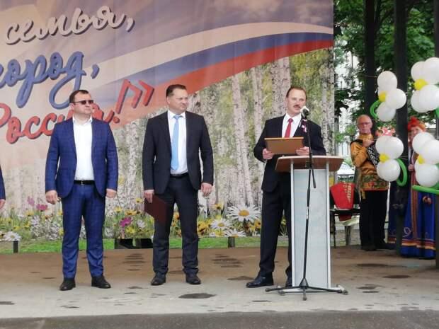 Сергей Веремеенко вручил Калязинскому району сертификат на детскую площадку