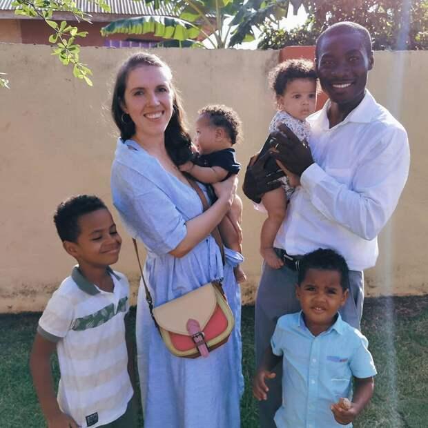 Наташа вышла замуж за африканца и уехала в Гану. Спустя 8 лет они показали своих четверых детей