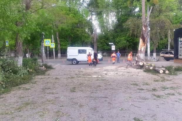 В Симферополе – ликвидация последствий непогоды