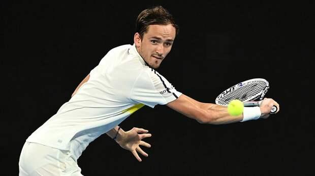 Медведев в свой день рождения вышел в 3-й круг Australian Open, где сыграет с Крайновичем