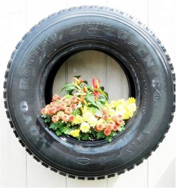 Автомобильная шина как садовое кашпо