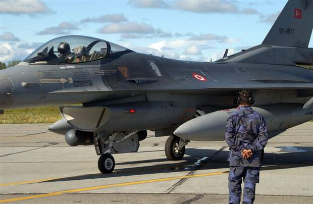 Avia.pro: пилоты турецких F-16 отказываются от вылетов в Ливии