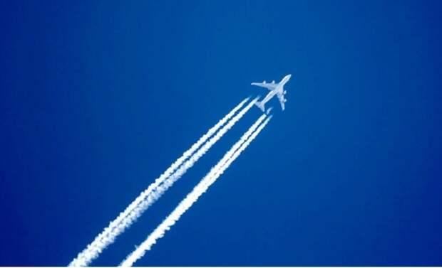 Пассажир авиарейса снял на видео опасное сближение с другим самолетом