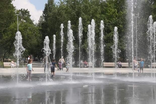 Светомузыкальный фонтан включили в Центральном парке Новосибирска