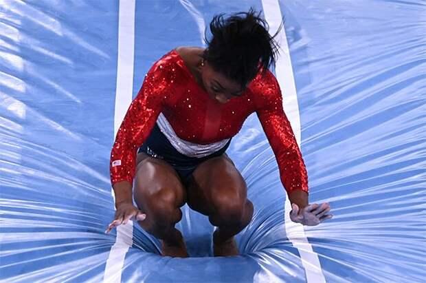 Провал американской чемпионки. Гимнастка Байлз не выдержала напор России