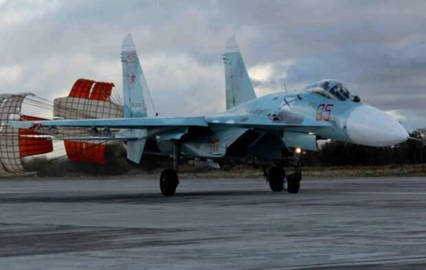 Российский Су-27 перехватил французские истребители над Черным морем