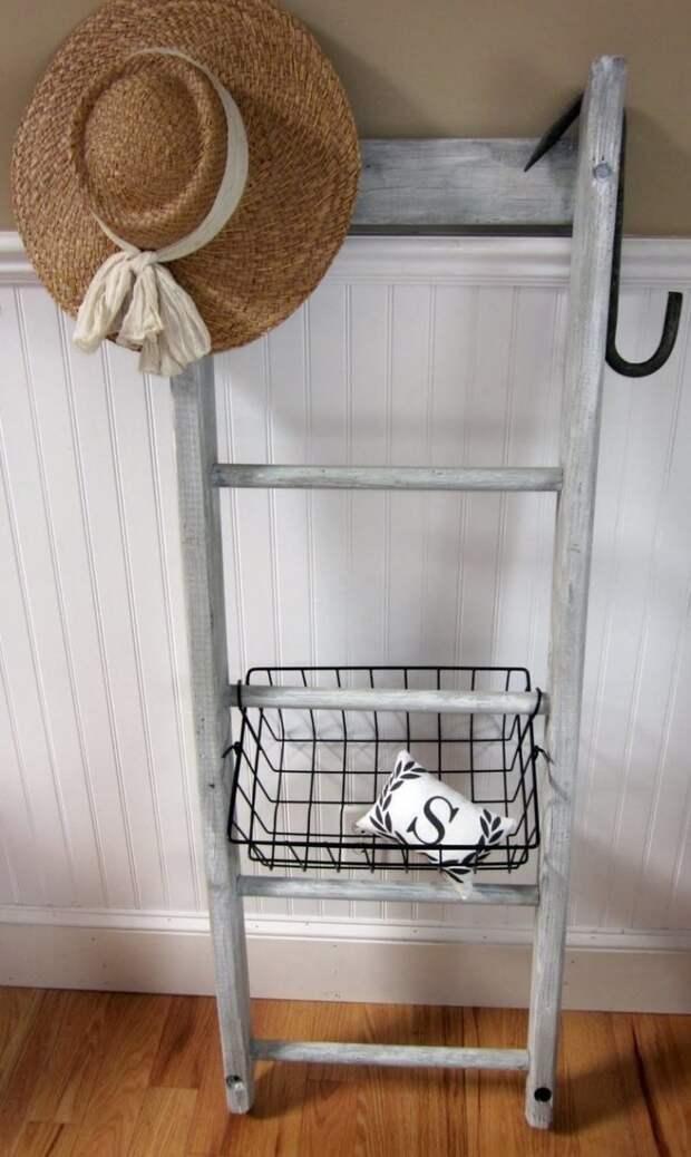6. Несколько элементов могут преобразить старую лестницу, сделав ее еще более полезной дизайн, из старых вещей, лестница, своими руками, стремянка, фото