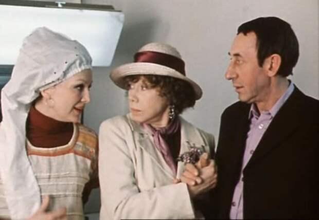 Надежда Репина (слева) в фильме *По семейным обстоятельствам*, 1977 | Фото: kino-teatr.ru
