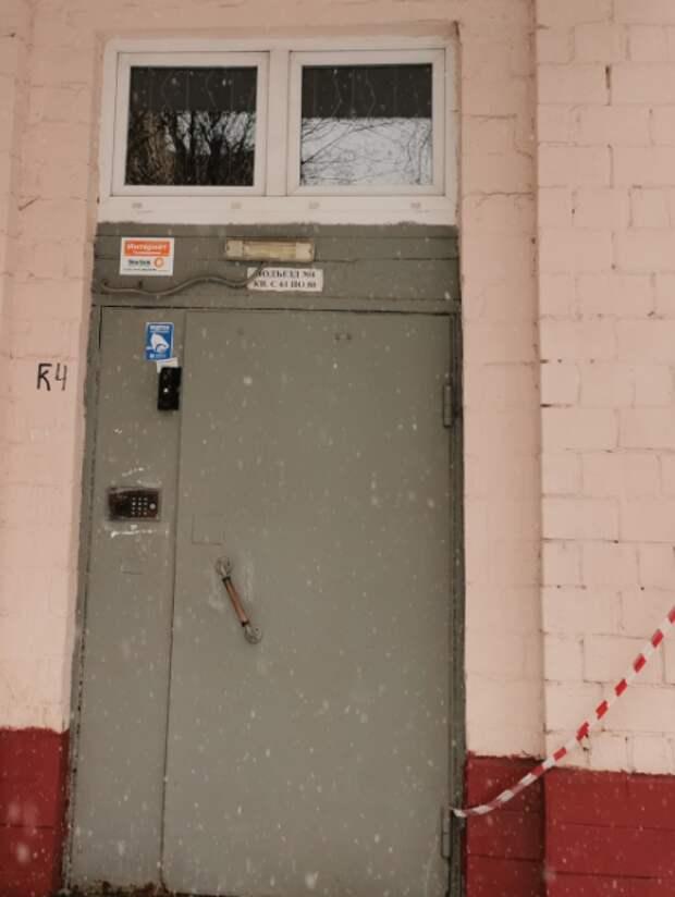 Встречаете ли вы незаконную рекламу на дверях подъезда? — новый опрос жителей Марфина