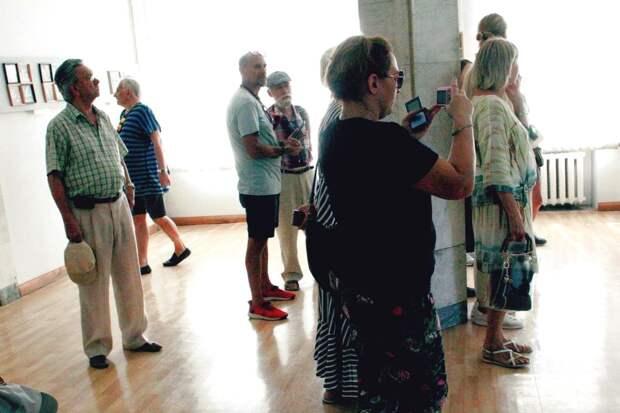 Открылась выставка керамической живописи Анатолия Ярышкина