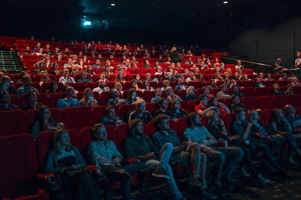 Китайский блокбастер «Восемь сотен», впервые вышедший в прокат старый фон Триер и новая «Пила» — что смотреть в кино на выходных