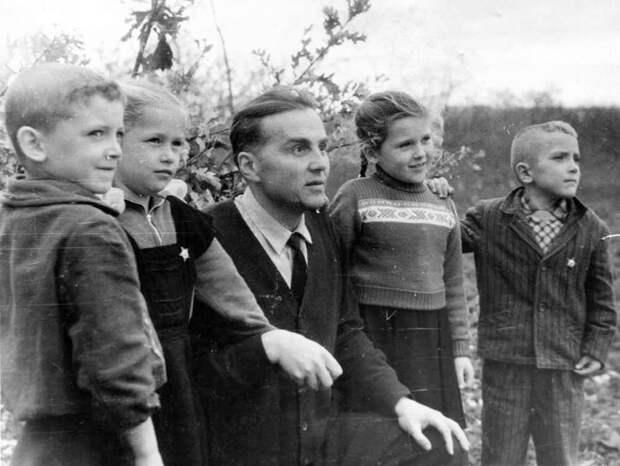 Василий Сухомлинский: Детей покоряет влюбленность учителя в знание