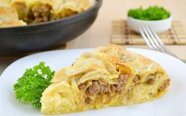 Рецепт на выходные. Пирог из лаваша с обжаренным фаршем и луком