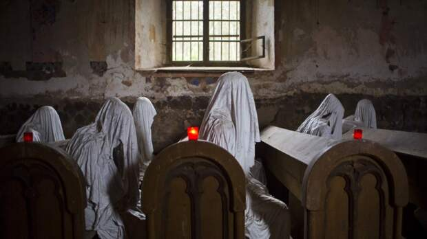 Гипсовые скульптуры в заброшенной Церкви святого Георгия в Чехии
