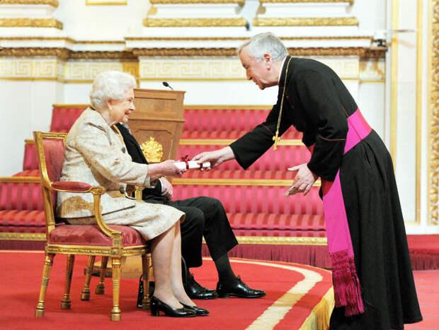 13 правил британской короны, которые не может нарушить даже королева