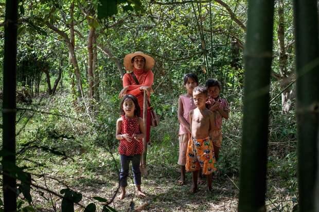 5 фото камбоджийских охотников за тарантулами