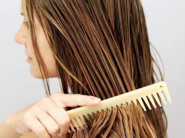 Стало известно, безопасно ли ложиться спать с мокрыми волосами