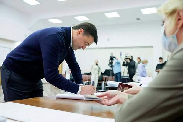«Я хотел бы поблагодарить наших жителей, тех, кто работает в избирательных комиссиях»: Губернатор Подмосковья Андрей Воробьёв проголосовал в Одинцове