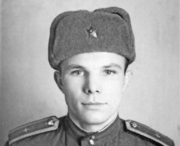 «Службист»: за что сослуживцы избили Гагарина в 1957 году