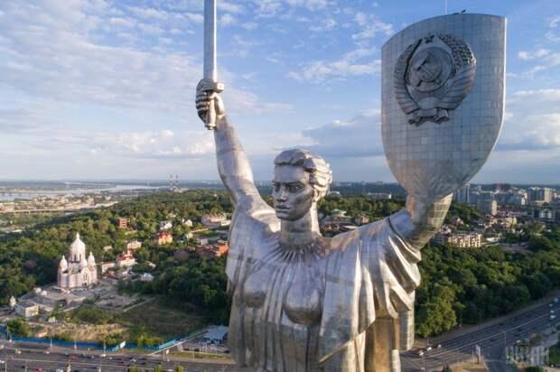 Киевским нацистам не удалось снести Родину-Мать из-за технической отсталости страны