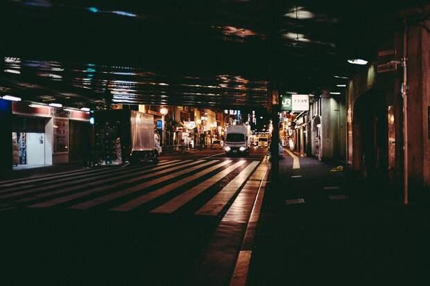 Грузовик «не влез» под мост на Складочной
