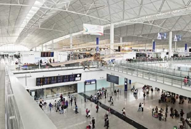 Гонконгский аэропорт Чек Лап Кок.