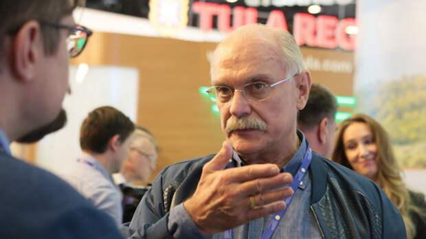 """И Невзорову тоже досталось: Никита Михалков показал, кто и зачем уничтожал """"Бесогон"""""""