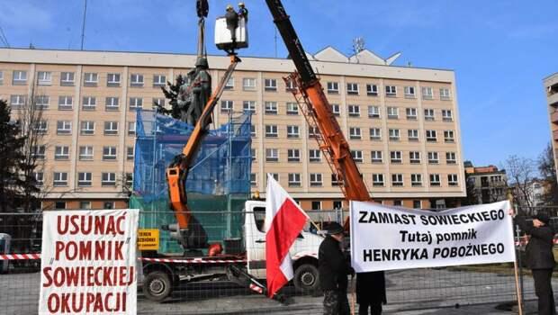 «США могут похвалить»: в Польше нашли причину русофобии