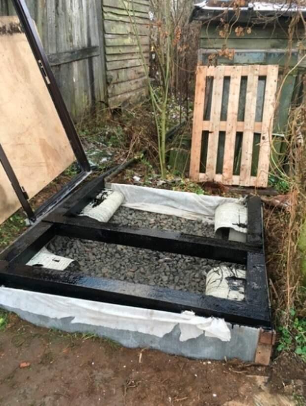 Мужчина построил деревенский туалет, а внутри сделал евро ремонт. Фото до и после