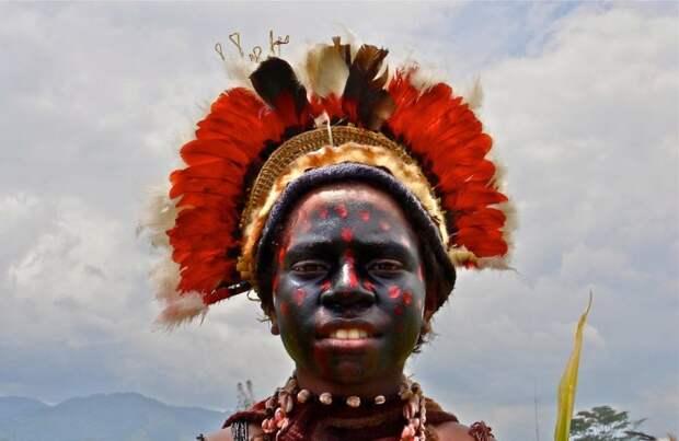 Женщина из племени Хули./Фото: www.liveinternet.ru