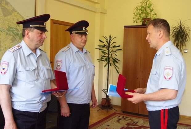 Начальник УВД по ЮВАО генерал-майор полиции Сергей Карпов вручил сотрудникам полиции памятные медали