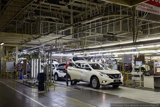 Все собранные машины проверяют на зазоры, работу электронных систем и по сотням других пунктов. nissan, авто, автозавод, автомобили, завод, производство, сборка, цех