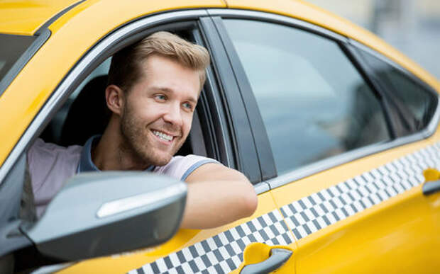 Названа средняя зарплата таксиста. И она растет!