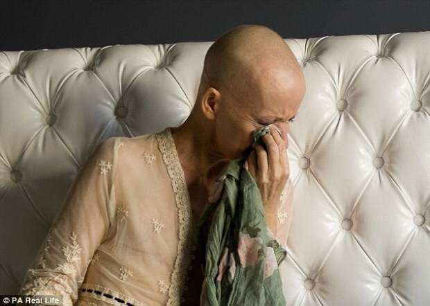Восхитительная топлес-фотосессия женщины после двойной мастэктомии, которая отказалась от силиконовой груди  болезнь, фотосессия
