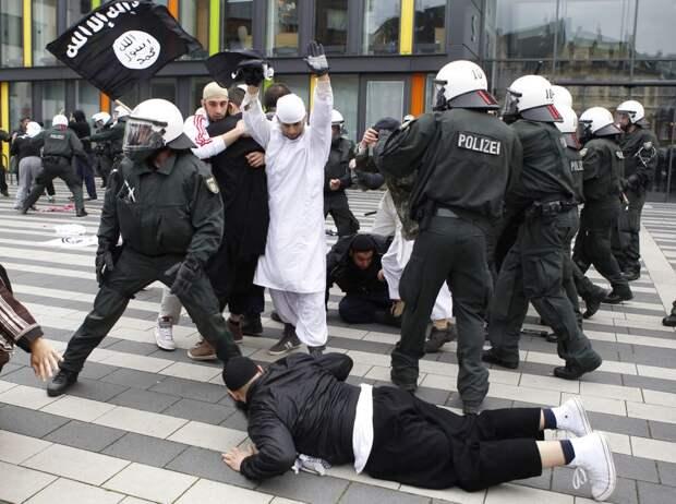 Не вставать на колени перед чёрным драгдилером и не улыбаться высокопоставленному педику в Европе - стало опасно