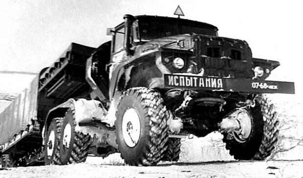 Испытания тягача Урал-380 с закрытым активным полуприцепом Урал-862 (из архива В. Дмитриева) авто, автопоезд