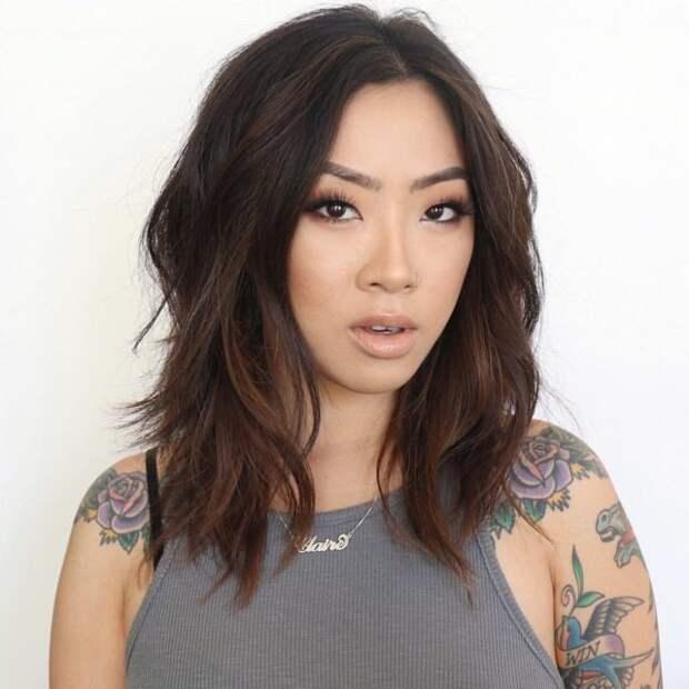 девушка азиатской внешности с прической каскад
