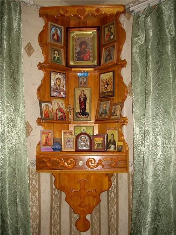 Расположены иконы дома.