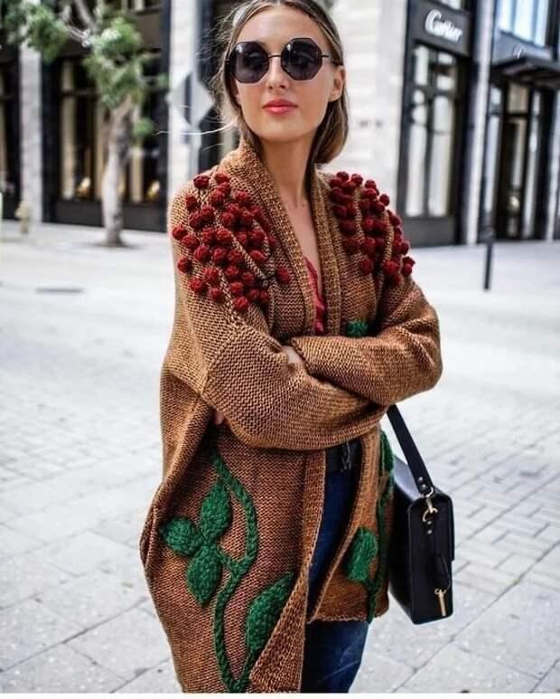 как вышить украсить свитер