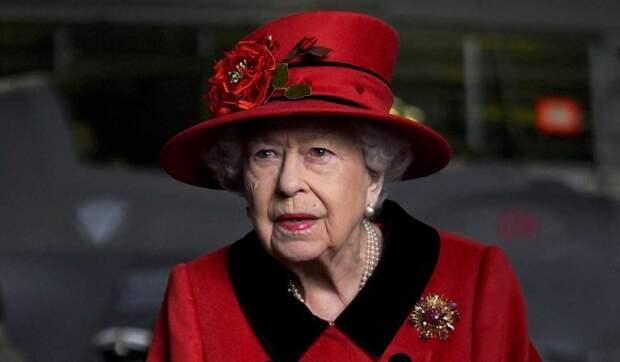 Елизавета II в шоке: принц Гарри и Меган Маркл скрыли от семьи появление ребенка