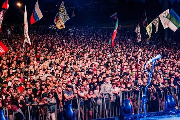Фестиваль «Улетай» в Удмуртии в десятке лучших, запрет на песню «Темная ночь» и операционная система «Huawei»: что произошло минувшей ночью