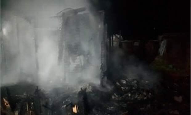 В Череповце сгорел дачный домик