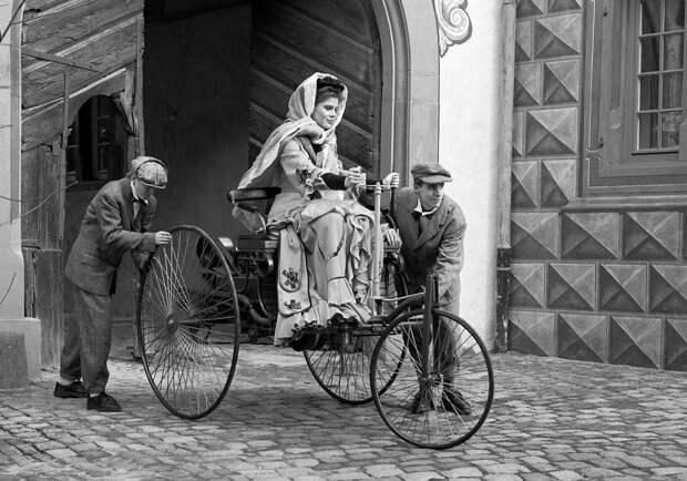 Женщина за рулем!