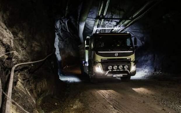 Новый триллер от Volvo: топ-менеджера подставили под грузовик!